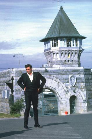 Johnny in front of Folsom Prison (Photo courtesy of chasinggoodness.com)